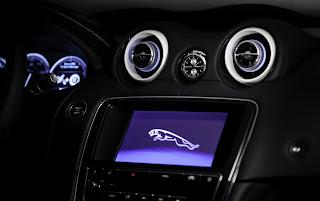 Intégration de la montre Bremont dans le tableau de bord de la Jaguar XJ75 Platinum Concept Car