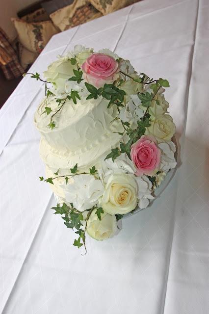 Hochzeitstorte in weiß und rosa von der Konditorei Krönner Garmisch