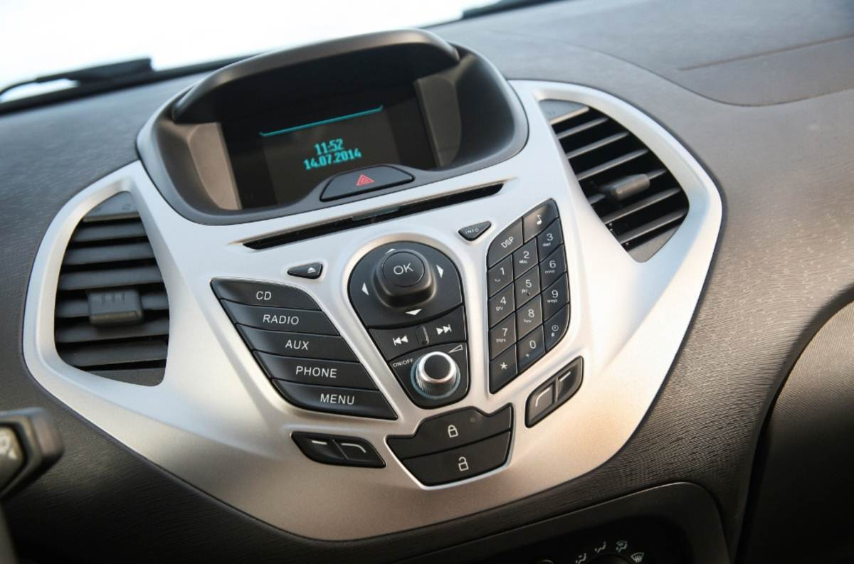 Novo Ford KA 2015 - interior