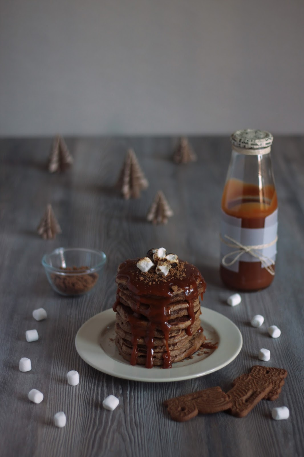 Spekulatius pancakes with homemade caramel sauce and roasted marshmallows - brought to you by Pancake Stories