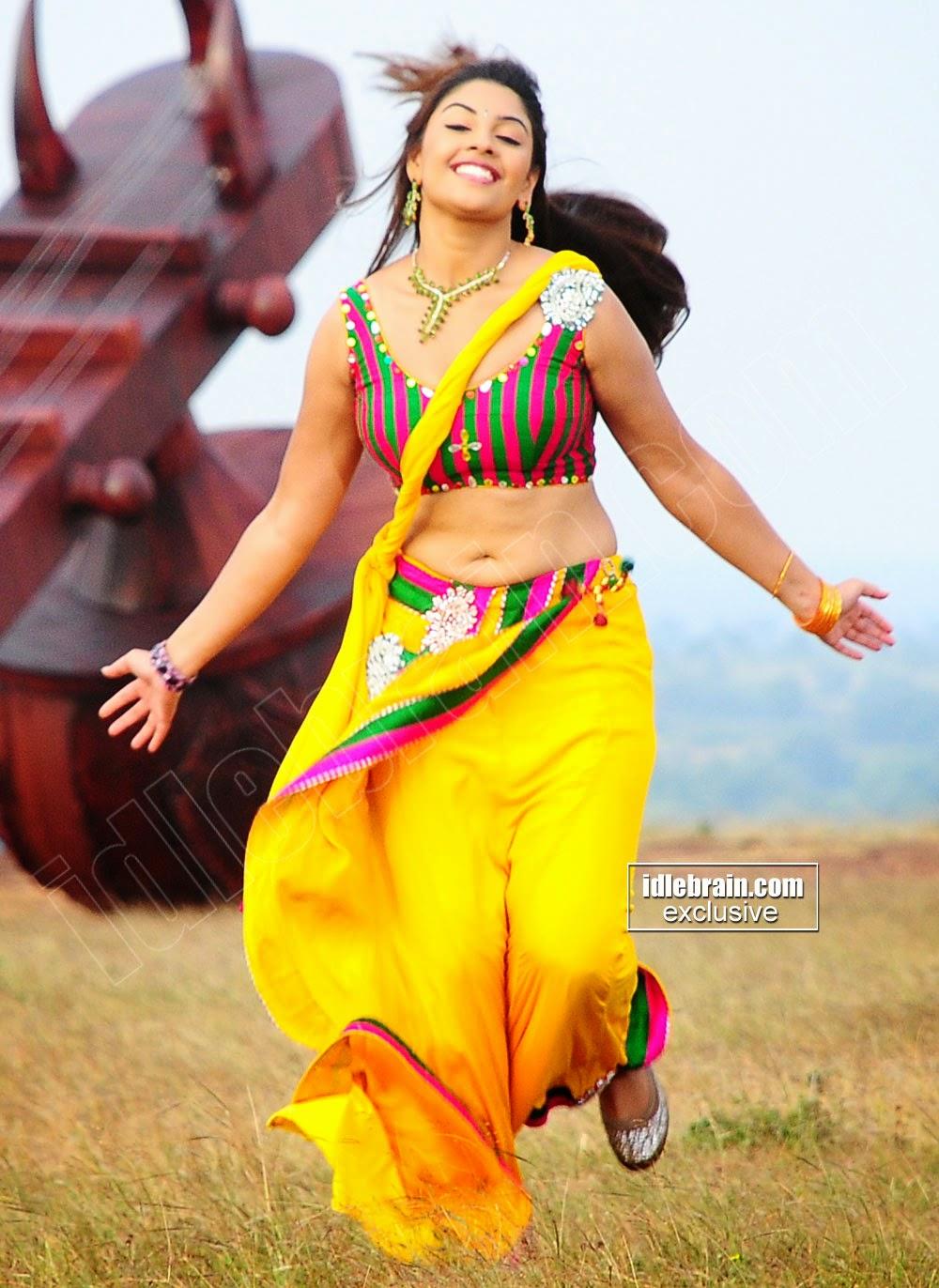 Richa Gangopadhyay yellow navel