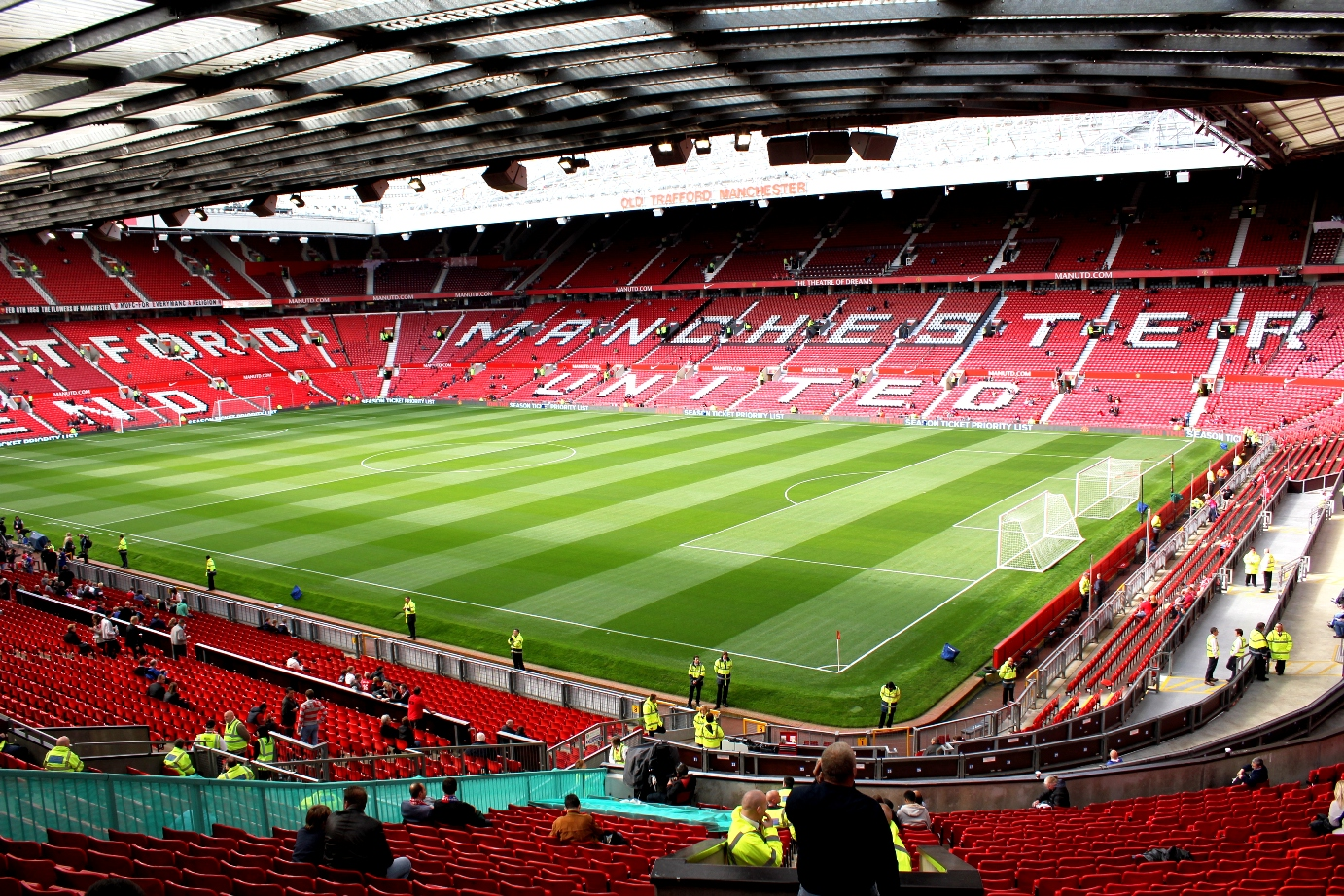 yows, the journey of: euforia nonton bola di Old Trafford