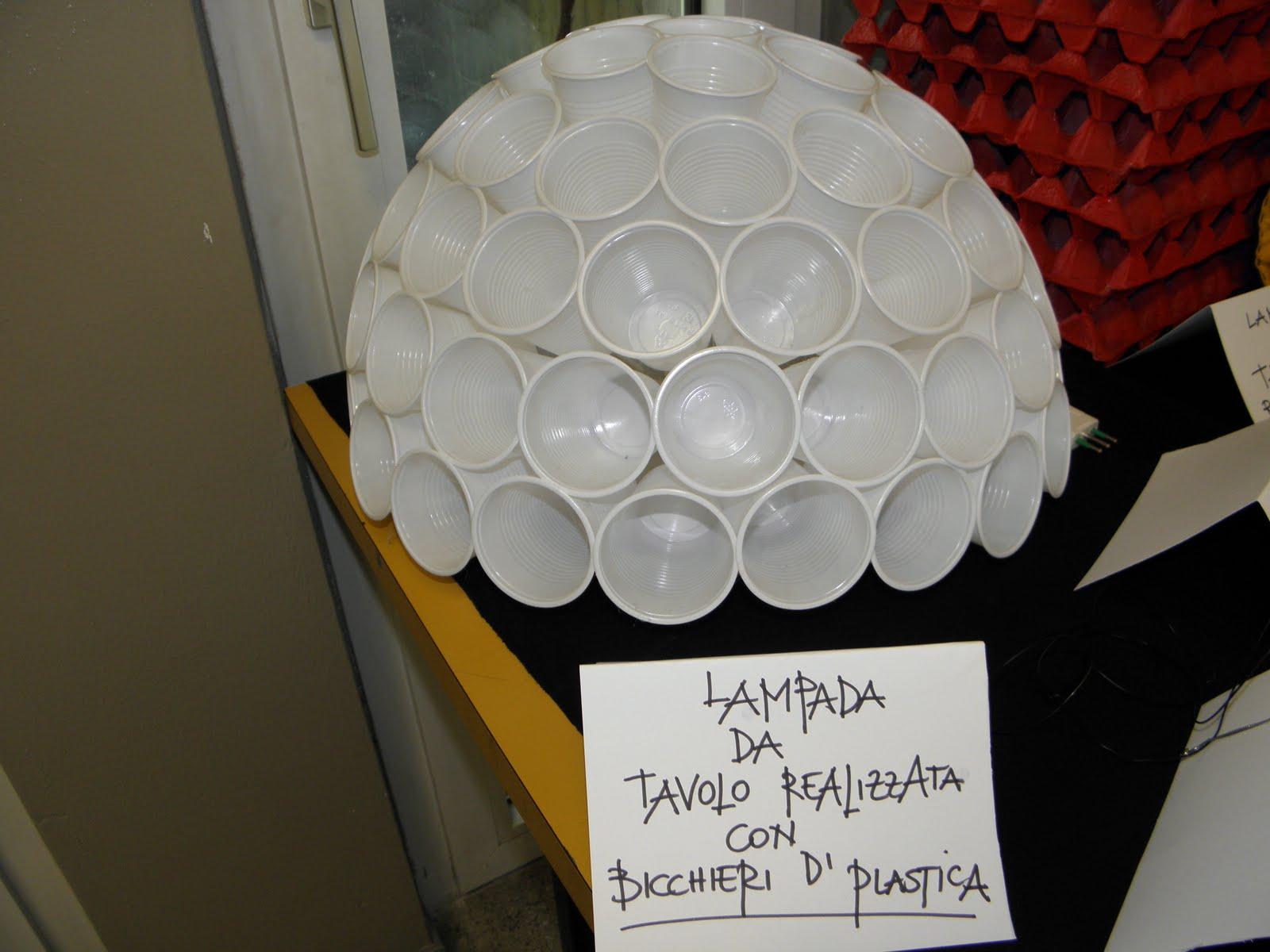 lampadari di plastica : ... cuciti tra di loro lampada realizzata con i bicchieri di plastica