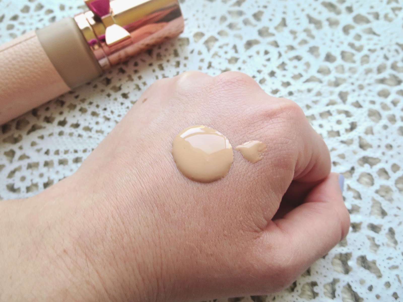 a picture of Blossom in Blush - Physician's Formula Touch of Glow Foundation in Light (swatch)