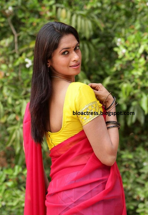 soundarya tamil movie hot spicy romance navel cleavage stills