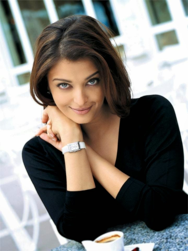 Aishwarya Rai :Aishwarya Rai's Top 7 Hot Pics in Skirts/Dresses