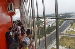 Children Viewing From 10th Floor Gallery of Chennai Marina Light House
