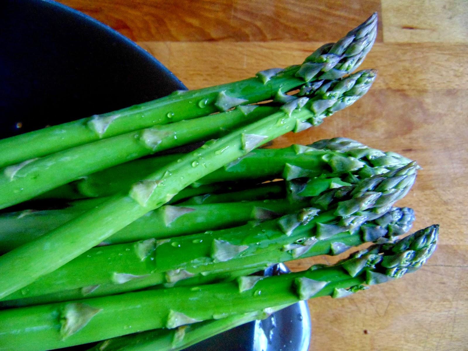 clean asparagus