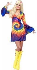 mujer disfrazada de hippie