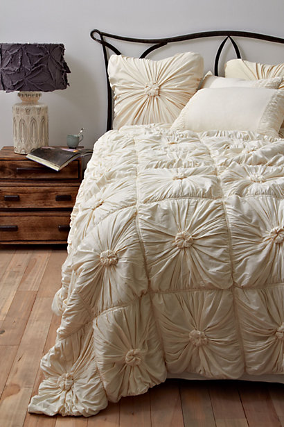 A Mommy 39 S Life With A Touch Of Yellow Anthropologie Inspired Knot Bedding Duvet Tutorial