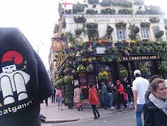 El catganer visita un autèntic Pub Anglès.