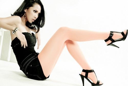 Model  Minh Trieu in Leg Long Pic