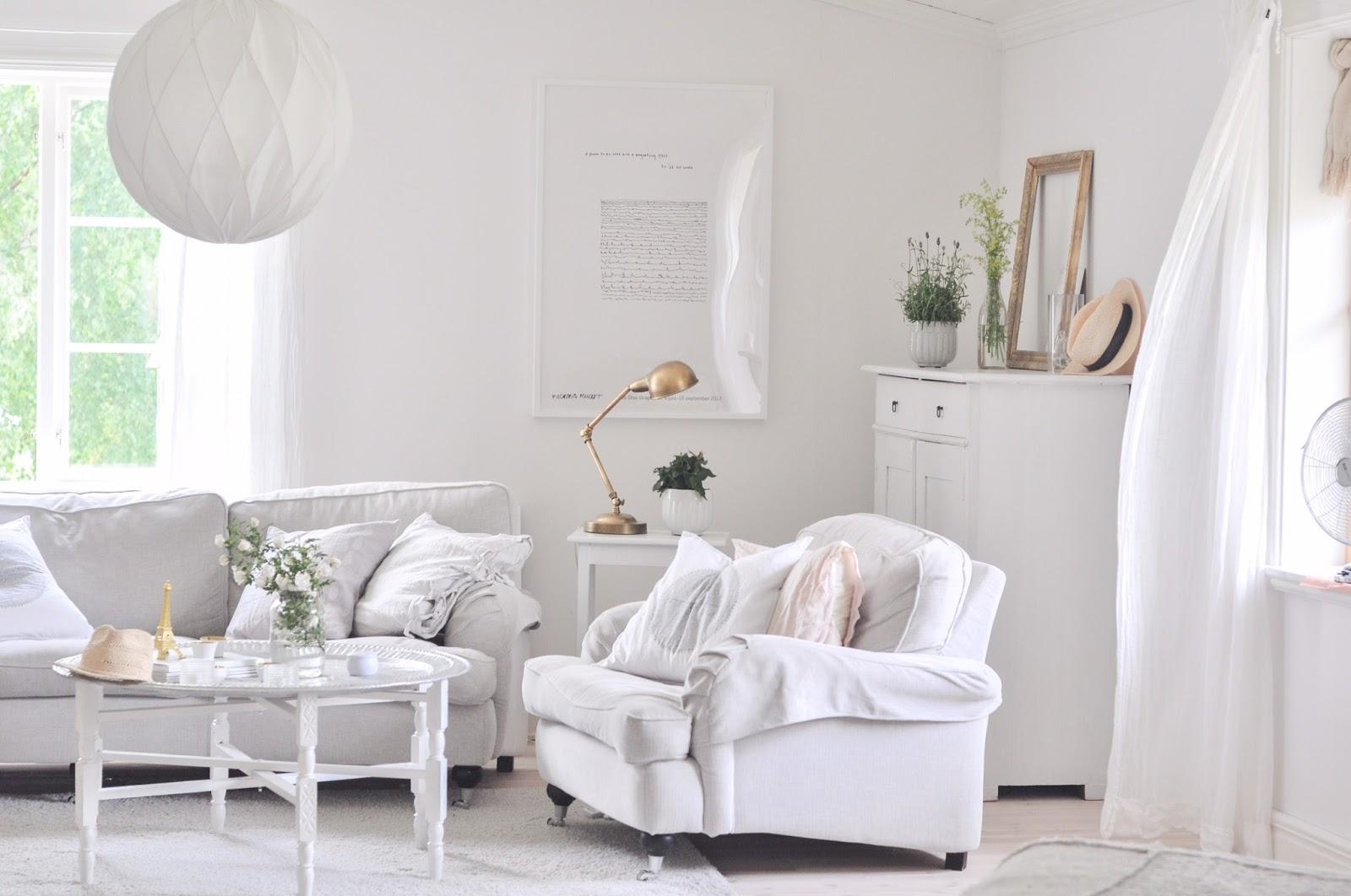 Marias vita bo: vardagsrum i sommarvärme