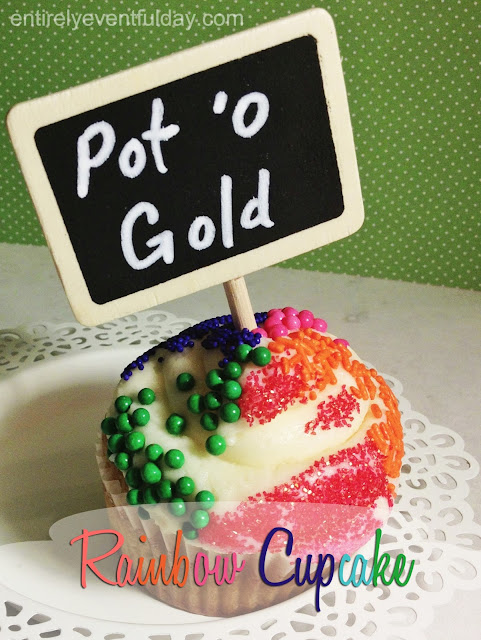 Rainbow Cupcake for St. Patrick's Day! So easy. #st.patricksday #cupcakes #rainbow