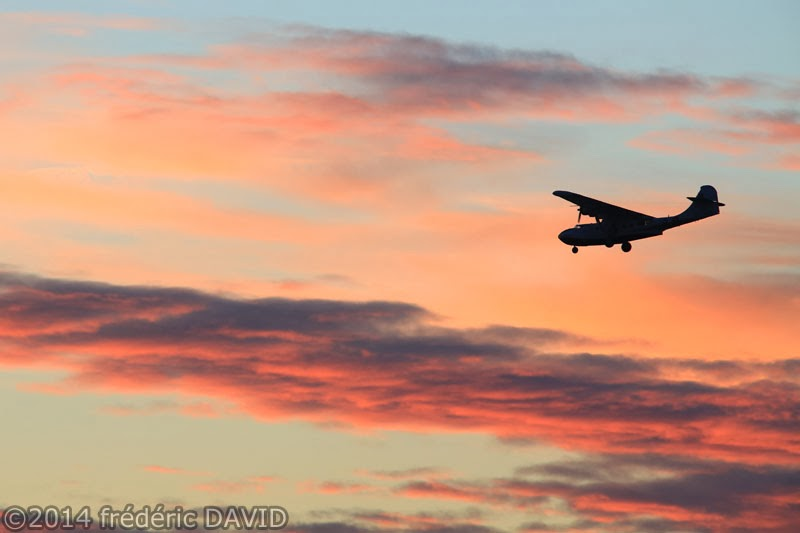 silhouette avion soir Catalina PBY-5A atterrissage aérodrome Melun Villaroche Seine-et-Marne