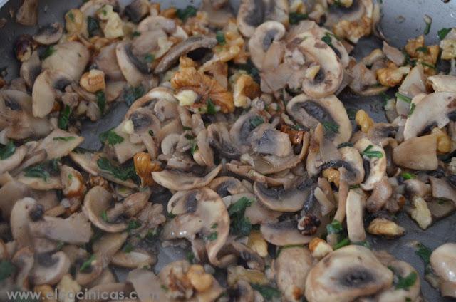Solomillo relleno de champiñones y nueces