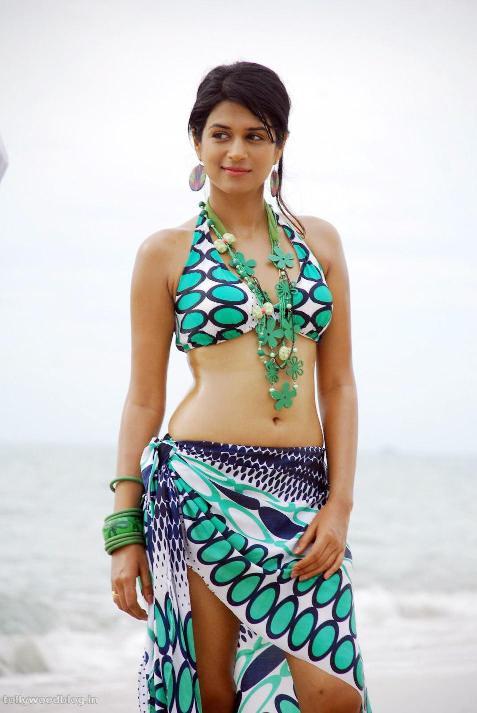 shraddha das hotBeach bikini 001 Spicy Telugu Actress Sharaddha das latest hottest bikini photos from beach ...