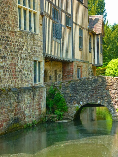 Igtham, medieval moated manor house, Kent, gardens, Grade I dog kennel