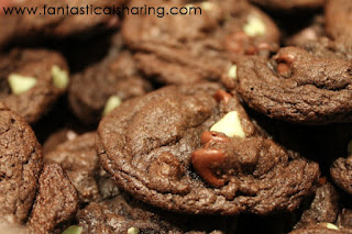 Dark Chocolate Mint Cake Mix Cookies | Fudgy, chewy cookies with loads of chocolate and mint in every bite - and only need 4 ingredients #Cookielicious #SundaySupper