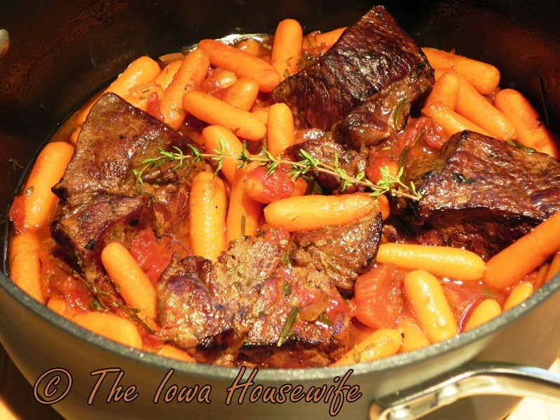 The Iowa Housewife: Individual Pot Roasts with Herbs and Carrots