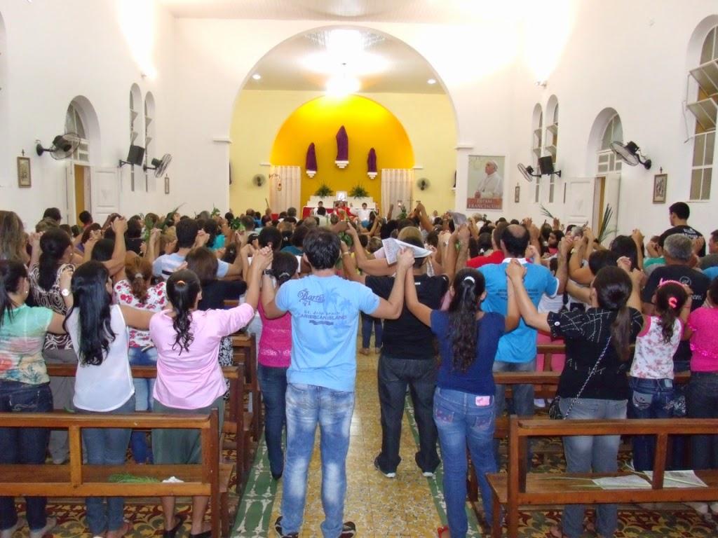 Imagens da Santa Missa do Domingo de Ramos em Almino Afonso