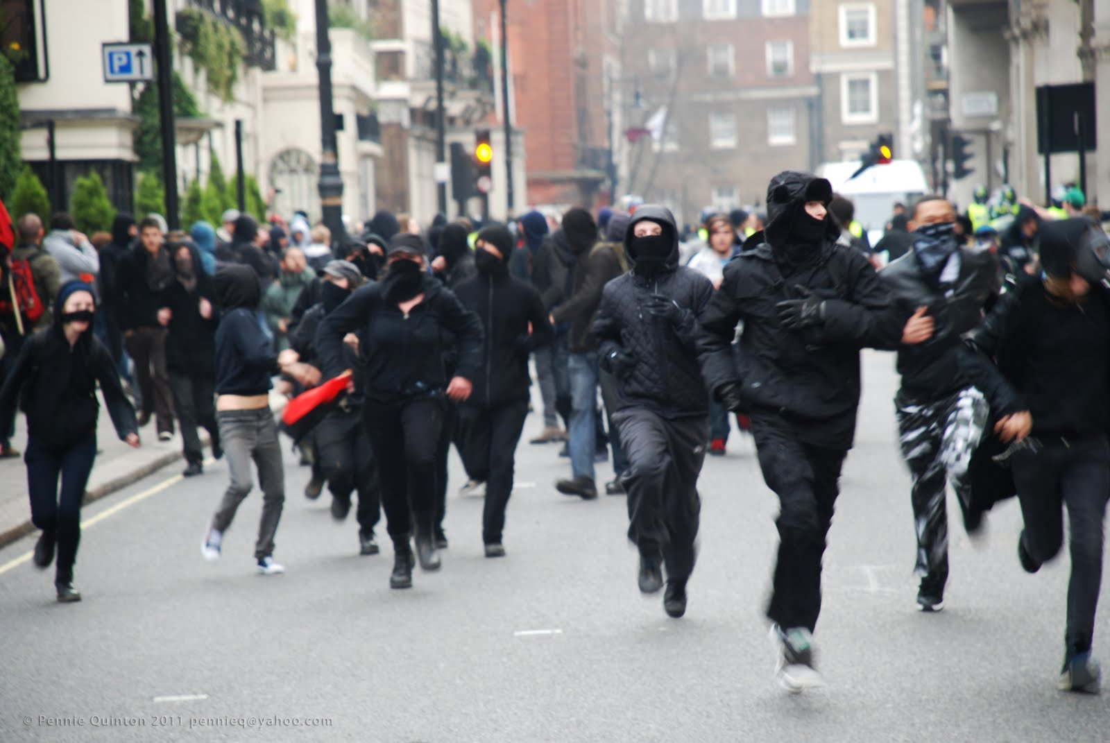 It 39 s me fuming rights init black block on the move in london for Black block