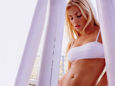 elisha_cuthbert_hollywood_hot_actress_wallpaper_02_www.hotywallpapers.com