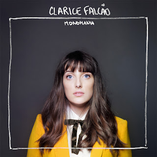 Capa do álbum Clarice Falcão – Monomania (2013)