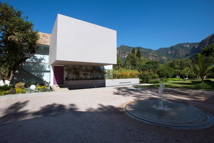 Entrance into Casa del Viento by A-oo1 Taller de Arquitectura
