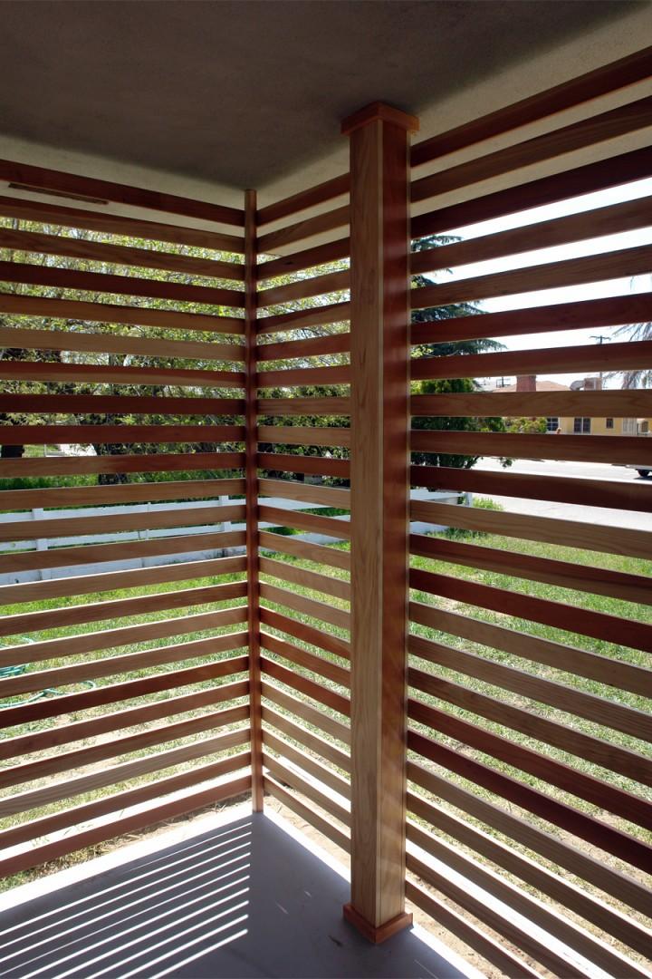 Diy una pared de listones de madera para el porche - Maderas decorativas para paredes ...