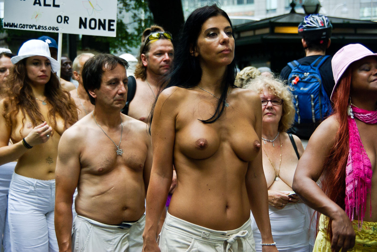 Фото женщин за 40 топлес 2 фотография