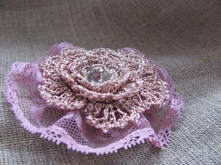 брошь своими руками, цветок крючком, текстильные цветы