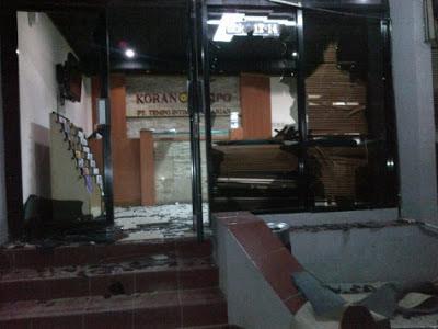 Kantor Tempo Diserang, Kaca Lobi Hancur