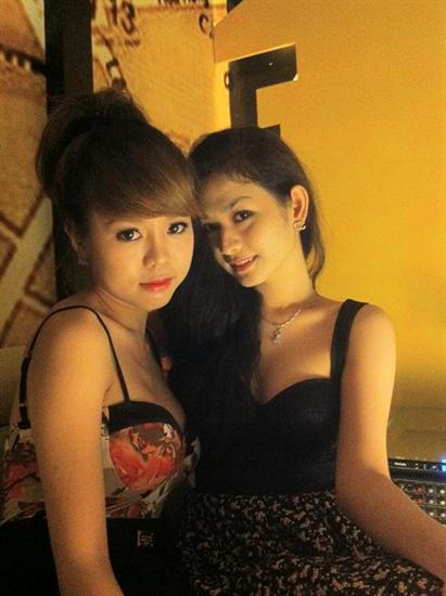 hot girl show hàng trên facebook by: batam24h.com
