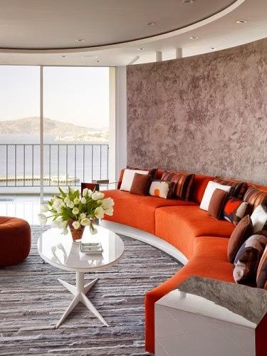 de sala moderna con muebles naranjas , paredes y suelo color gris