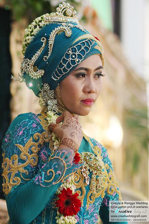 gaun kebaya wanita muslim jawa solo