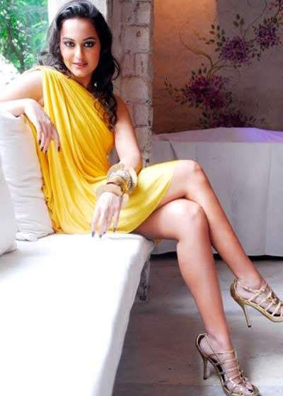 sonakshi+sinha+panty+expose Bollywood Actresses Oops and Panty Upskirts