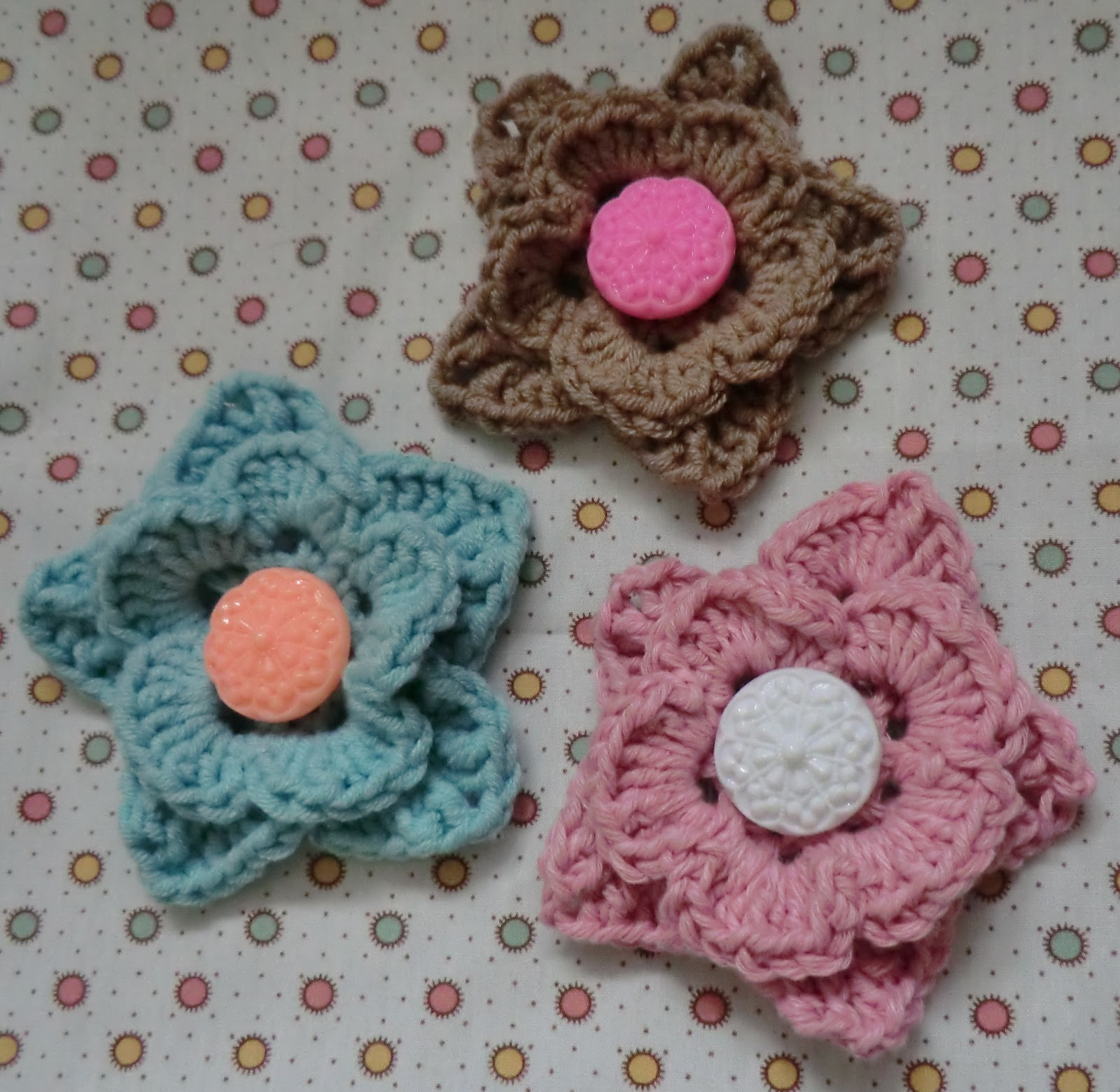 Amigurumi Flower Pattern Free : Amigurumi Barmy: Mollie makes vintage button flower motif