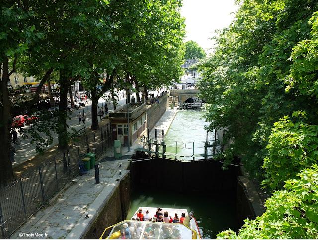 Bar exterieur 25 degrés est Paris Stalingrad canal Ourcq vue Seine bord de l'eau écluse bateau plaisance touristes