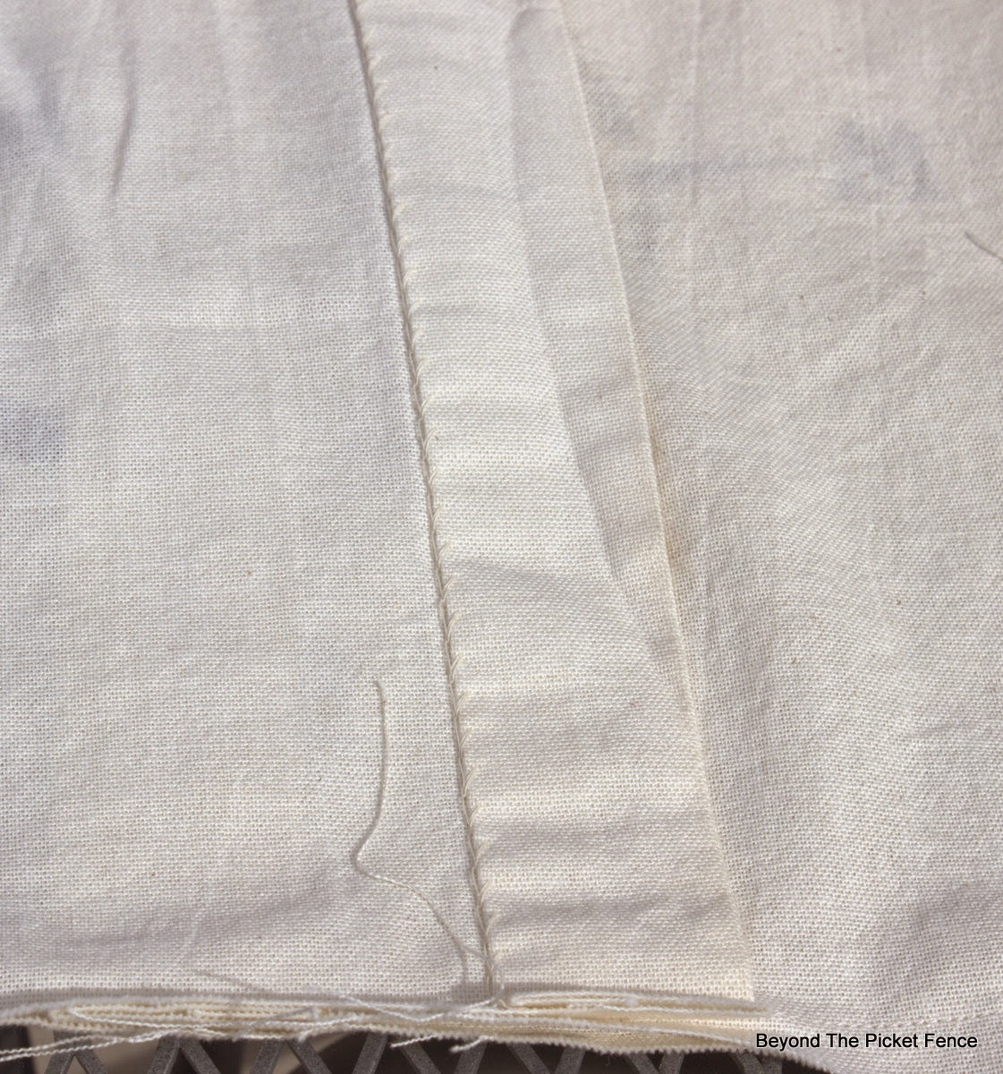 sewing pillows, linen, http://bec4-beyondthepicketfence.blogspot.com/2015/03/project-challenge-linenleather-fabric.html