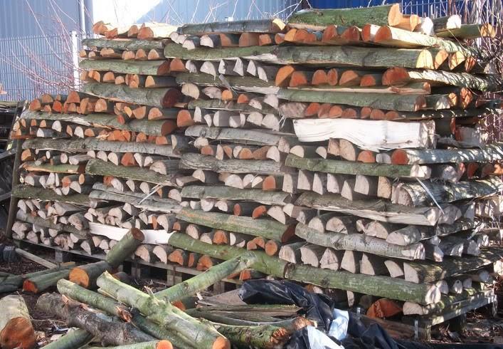 Duits gekoolfd hout stapel