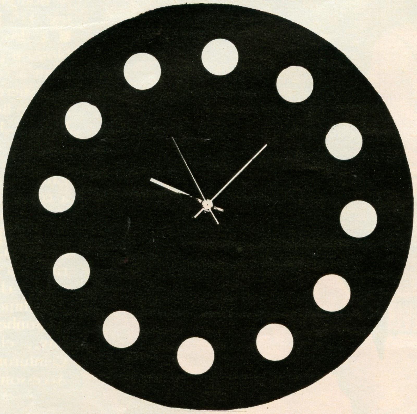 1969 60s 1960s années 60 bicolage horloge pendule clock diy Pour la première fois, vous allez vous-même créer votre pendule .  Et vous verrez comme il est facile de la fabriquer avec le mouvement électrique à pile que nous vous proposons et que vous pourrez adapter où bon vous semble.  Remettons les pendules à l'heure , là je viens de vous baratiner car en aucun cas je ne vous livrerai ce précieux mouvement électrique qui était disponible au siècle dernier .  Bon, tout d'abord, il suffit de percer un trou net de 1 cm de diamètre dans n'importe quel support  - non vivant  - n'excédant pas 1 cm d'épaisseur .  Le mouvement se monte en quelques secondes : il suffit de visser un écrou et d'enfoncer les deux aiguilles et la trotteuse. Et le tour est (bien)  joué.    Oh, je vous sens remonté comme une pendule , le tournevis a rippé ???  Maintenant, vous allez tout mettre à l'heure :  un disque de Giuda, une lithographie de Jean Arp  , le dernier pack de Coreff pillavé, une photo-gag de Willy Le Connard en fin de soirée , une assiette ancienne de Nicolae Ceaușescu , un livre de Reg Smythe , le dossier d'un fauteuil AA qui trainerait sur un balcon à Vaires ...     Et si vous n'avez pas d'imagination, pas la peine d'en faire toute une pendule , vous pouvez nous copier et vous inspirer de nos modèles , promis, on ne vous demandera rien en échange ... J'ai quelques disques dans ma wantlist mais ... non, non, laissez tomber .  LE « CARTON » : côté 30 cm , diamètre de la cible 27 cm. Peint à la gouache.LE POINT D'INTERROGATION : un carré de carton blanc. Signe peint à la gouache (côté 20 cm)LE CARRÉ : fond vert, tour et chiffres jaune d'or ( d'accord , la photo est en noir et blanc , mais vous n'allez pas en chier une pendule flute ! )  Carton découpé peint à la gouache (côté 18 cm)  LE   HUIT  :   noir  et  blanc,   points  rouges. Peint sur papier et à contrecoller sur carton (hauteur 50 cm). LA PENDULE À PASTILLES : découper un rond de carton (37 cm de diamètre). Peindre à la 