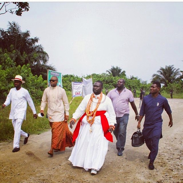 Warri Billionaire Ayiri Emami And his Entourage Spotted In Warri