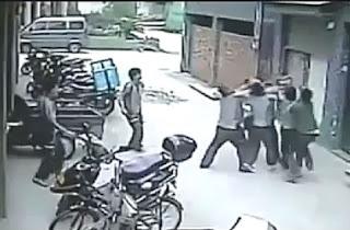 hombres salvan a una niña de 2 años en china