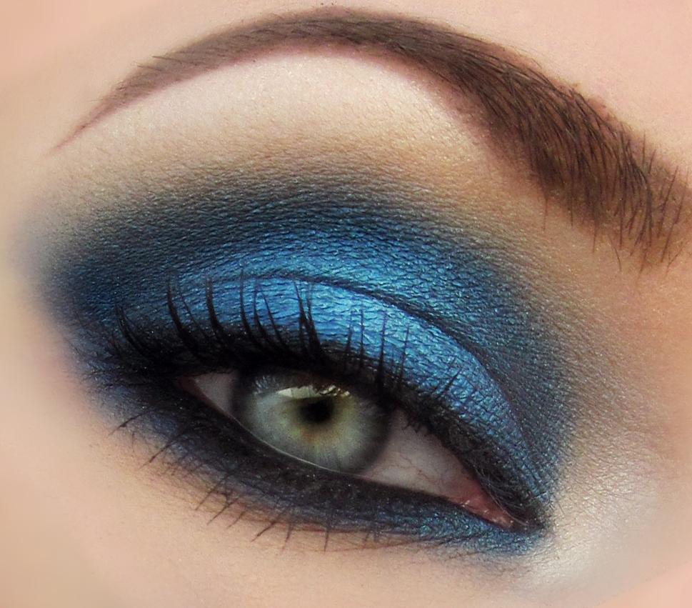 The beautiful life of the girl next door january 2012 - Smokey eyes blau ...
