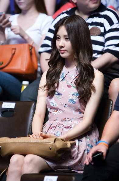 [PICTURE] SNSD SEOHYUN at Shin Seung Hoon's Mnet Concert