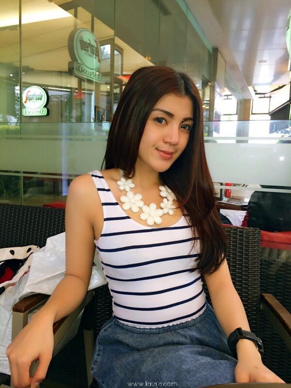 http://www.liataja.com/2016/01/foto-sefie-cantik-wanita-indonesia-aduh.html