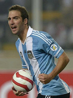 Higuain playing for Argentina celebrates a goal