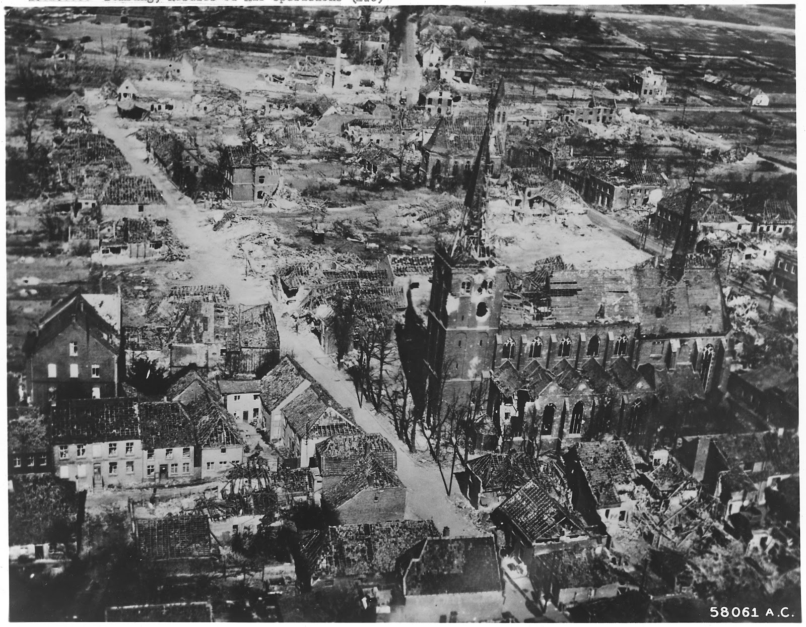 World war ii pictures in details german town destroyed for Cities destroyed in ww2