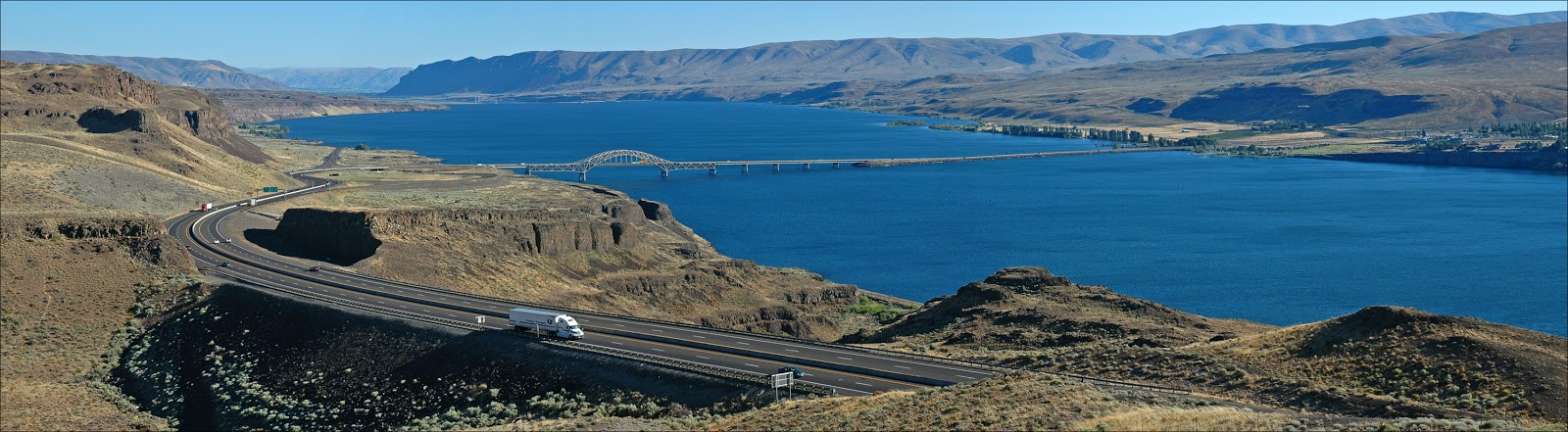 I-90 crossing Lake Wanapum.